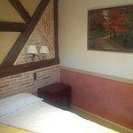 Detalle de la habitación, con una decoración rústica