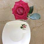 桌上的玫瑰花裝飾