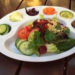 liebevoll angerichteter Salatteller