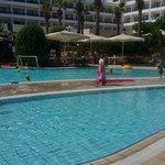 Pool - Avanti Hotel Photo