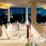 Vergrößertes Panoramarestaurant im Vier Jahreszeiten