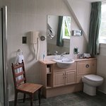 Ensuite bathroom (Super Deluxe Double Bedroom)