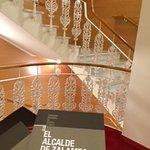La escalinata de hiero forjado por la que es conocido el Teatro