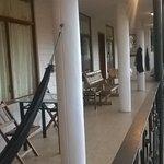 Vista de la galería (balcón común), donde dan las habitaciones.