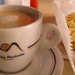 Café expresso e pão de queijo com ervas