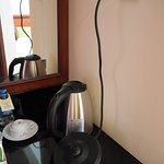 The kettle cable does not reach power socket.