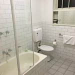 Photo de City Edge Apartment Hotel East Melbourne - Albert