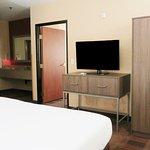 Photo de Holiday Inn Express Hotel & Suites Elk Grove East