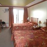 Notre chambre avec 2 lits doubles : très spacieuse.