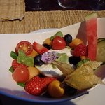 what an attractive presentation of mozzarella with fruit and salad