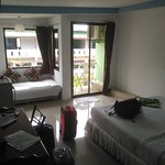 Habitación para 3 personas, con cama de matrimonio y una individual.
