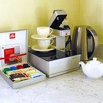 Illy Coffee Machine and Coffee