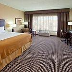 Photo de Holiday Inn Express Hotel & Suites Seymour