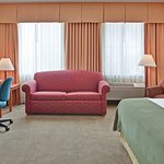 Photo of Holiday Inn Express Hotel & Suites, Peoria