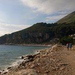 альтернативный пляж (вдалеке)