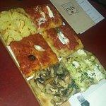 On a pris le plateau dégustation. C'était très bon, leur pâte à pizza, juste le top. Service trè