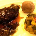 ganassino alla Bordolese con caponata di verdure e patate vitelotte