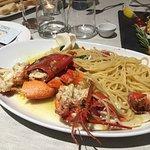 Per chi ama il buon pesce,il buon vino e l'atmosfera,questo posto è l'ideale.ottima cucina ottim