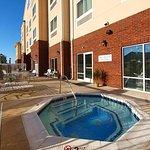 Outdoor Whirlpool Spa & Sun Deck