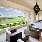 Foto de Los Altos Condo Residences
