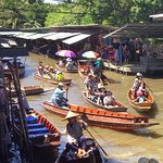 Photo de Taling Chan Floating Market