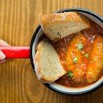 Chorizos con salsa pomarola