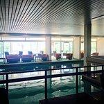Piscine intérieure et vue depuis la piscine extérieure ou depuis les chambres côté mer
