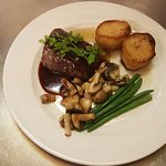 Venison Fillet and red wine jus with fondant patatoes, sautayed mushrooms and green beans
