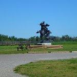 la statue à l'entrée du site