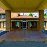 Motel 6 Hillsville Canopy Driveway