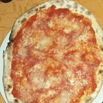 Ottima Pizza senza glutine burratine fresche offerte gentilmente dal proprietario. Posto consigl