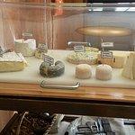La roulante aux fromages, avec des spécialités de Centre-Val-de-Loire.