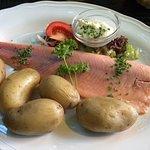 Geräuchertes Lachsfilet mit Kartoffeln