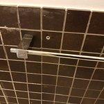 Porta asciugamani bagno grande - tassello lasciato nel muro