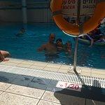 בבריכה של מלון לאונרדו חיפה