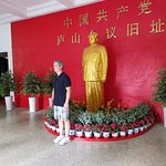 A statue of Mao