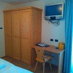La camera con armadio capiente.