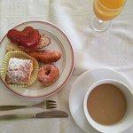 Exquisito desayuno y cena deliciosa.