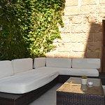 Un lugar para socializar y descansar al aire libre, ¡muy cómodo!