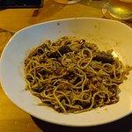 Muy buenos noodles y trastos