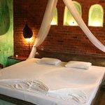 green sapphire room