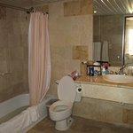 Clean good sized bathroom