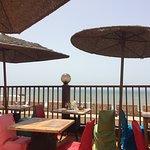 Très belle terrasse avec sur sur les remparts et l'océan