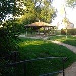 petit parc derrière l'hôtel restaurant
