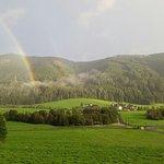 Il ristorante dall'altro lato della valle (con arcobaleno)