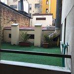 """Precioso patio de tubos a nivel de la """"terraza"""" (a ver quién se atreve a salir...)"""