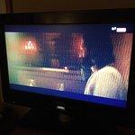 """Detalle de la excelente imagen de la TV, en canal Movistar (se aprecia la """"M"""" arriba a la derech"""