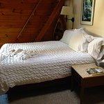 Room 9 Queen bed