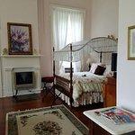 1851 Historic Maple Hill Manor Bed & Breakfast Foto