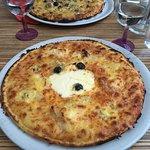 Pizza Bianca délicieuse et très consistante, je n'ai pas pu la finir j'étais calée rien qu'avec